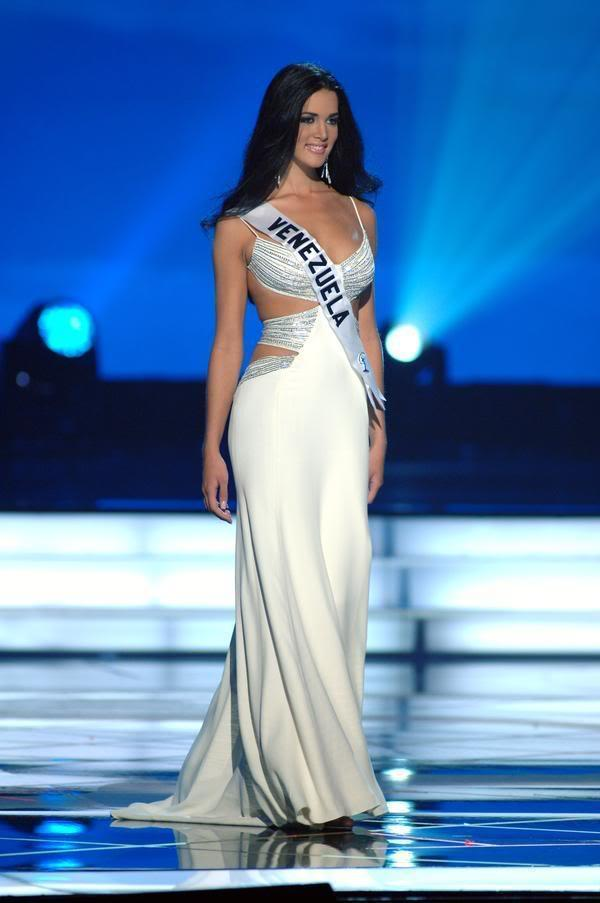 Những đàn chị mặc sắc trắng đẹp thần sầu HHen Niê nên học hỏi tại Miss Universe-6