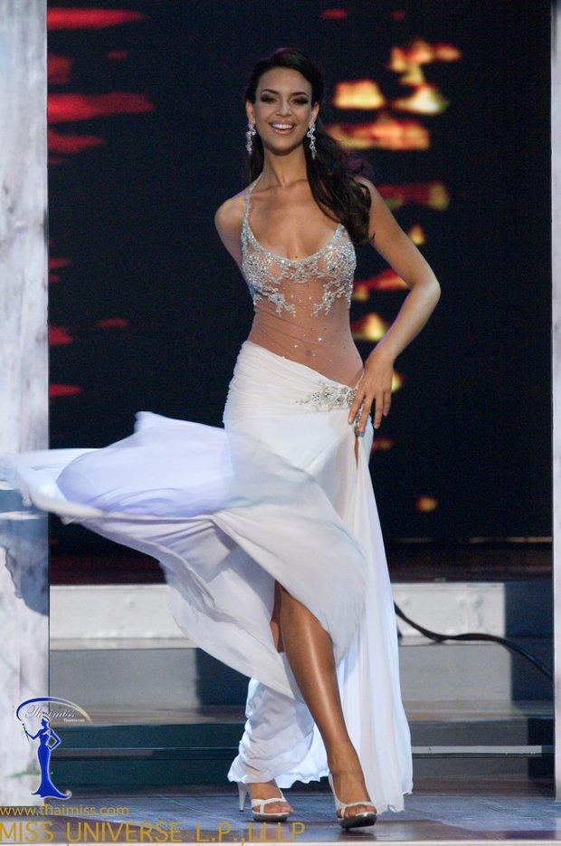 Những đàn chị mặc sắc trắng đẹp thần sầu HHen Niê nên học hỏi tại Miss Universe-7