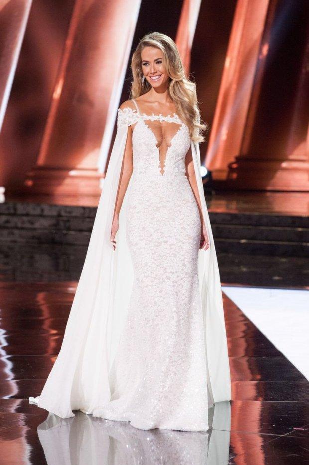Những đàn chị mặc sắc trắng đẹp thần sầu HHen Niê nên học hỏi tại Miss Universe-9