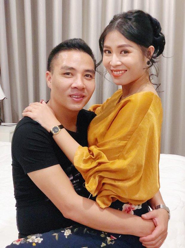 MC Hoàng Linh hạnh phúc khoe xế hộp tiền tỷ mới tậu cùng chồng sắp cưới-5