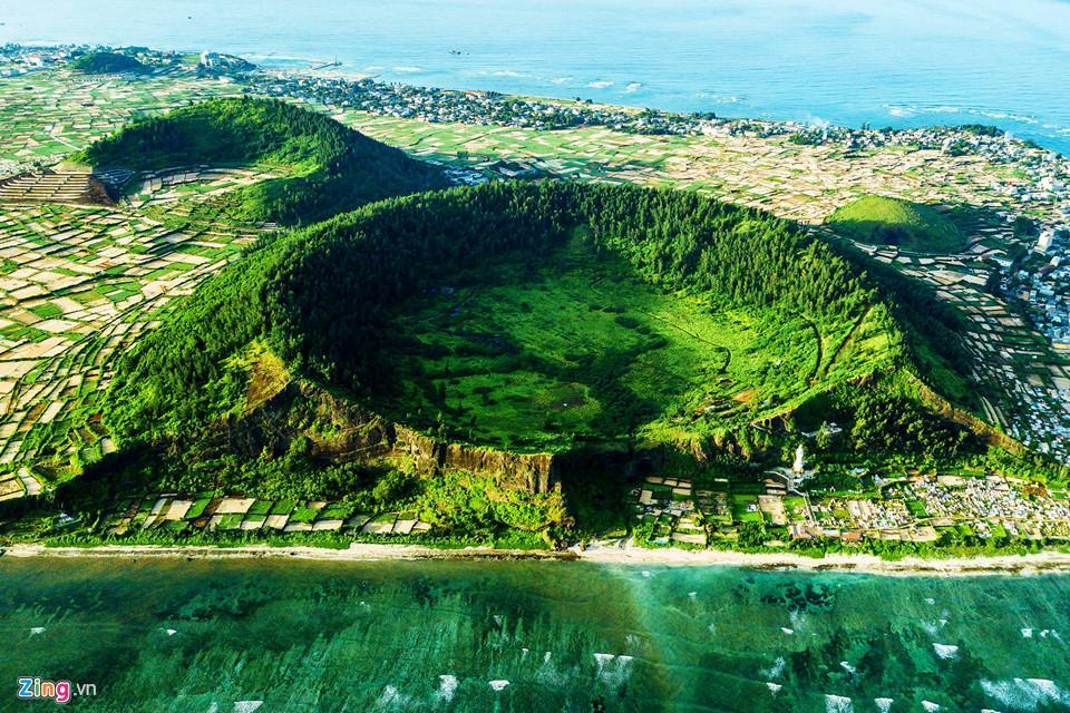 Ngắm miệng núi lửa trên đảo Lý Sơn từ fly cam-1