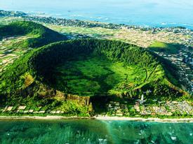 Ngắm miệng núi lửa trên đảo Lý Sơn từ fly cam