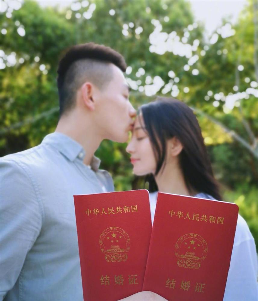 Tình địch của Phạm Băng Băng thông báo kết hôn, chuyện tình đẹp tựa Hậu Duệ Mặt Trời đời thực-10