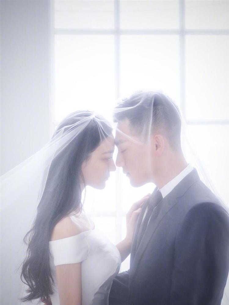 Tình địch của Phạm Băng Băng thông báo kết hôn, chuyện tình đẹp tựa Hậu Duệ Mặt Trời đời thực-8