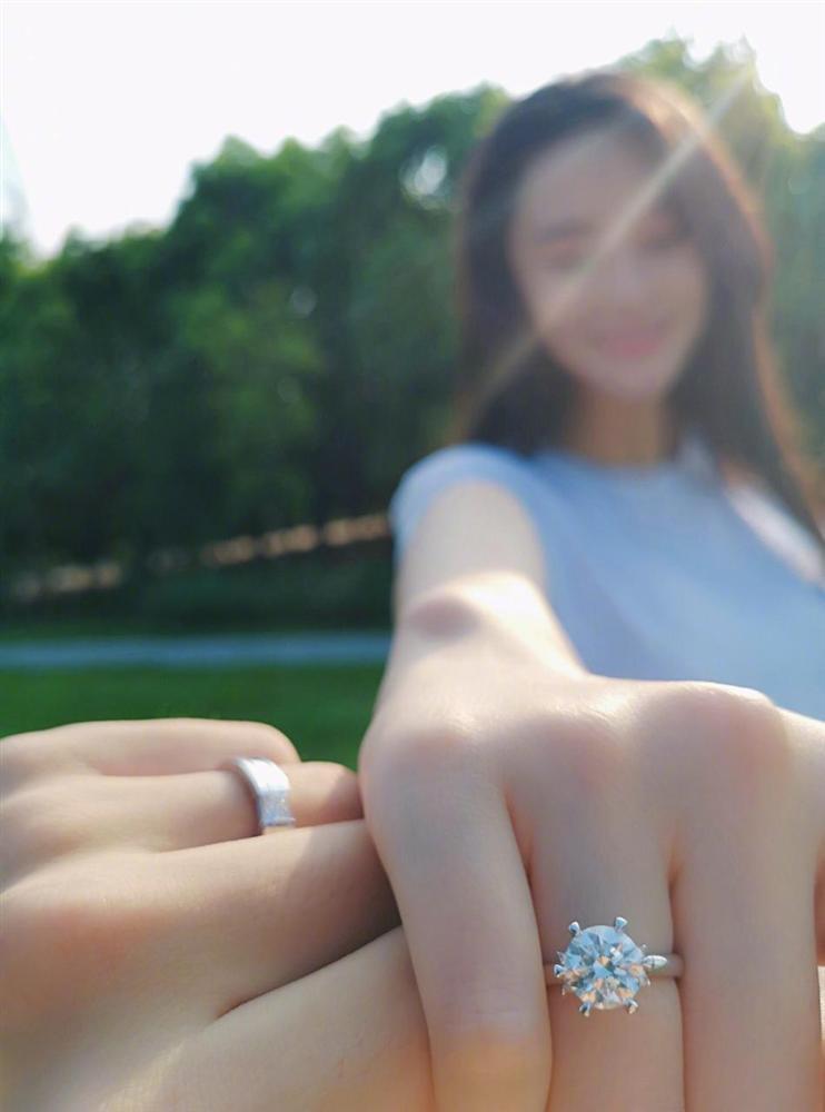 Tình địch của Phạm Băng Băng thông báo kết hôn, chuyện tình đẹp tựa Hậu Duệ Mặt Trời đời thực-9