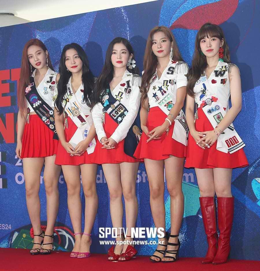 Park Min Young và Park Seo Joon chiếm sóng showbiz Hàn tháng 8-2