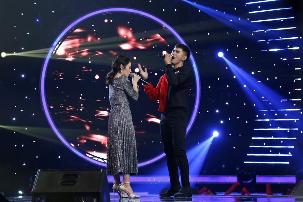 Han Sara tung chiêu hát Ông ngoại tuổi 30 song ngữ Việt Hàn chiếm giữ ghế vàng-1