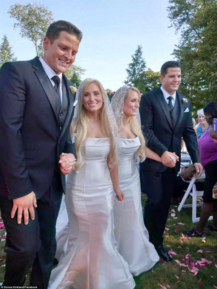 Đám cưới hai cặp song sinh khiến dân tình hoang mang không phân biệt nổi cô dâu, chú rể-3