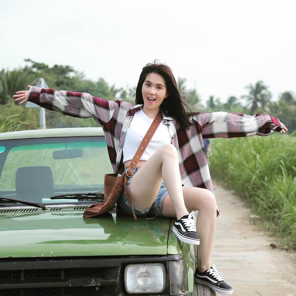 Thu Minh uốn éo phô diễn hình thể với bikini đen-6