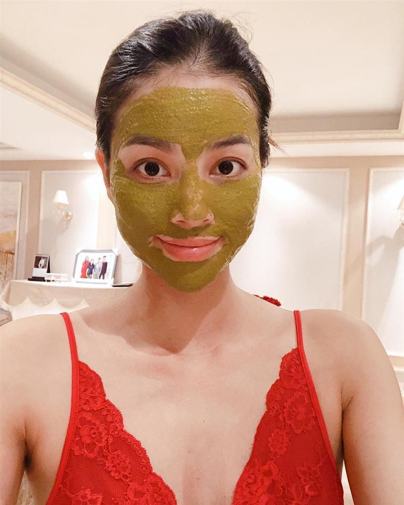 Thu Minh uốn éo phô diễn hình thể với bikini đen-4