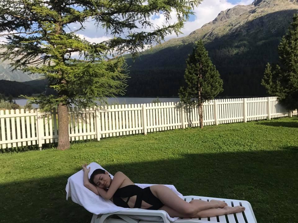 Thu Minh uốn éo phô diễn hình thể với bikini đen-3