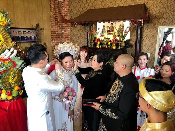 Dàn sao Việt tấp nập đến chúc mừng đám cưới con gái NSND Hồng Vân-1
