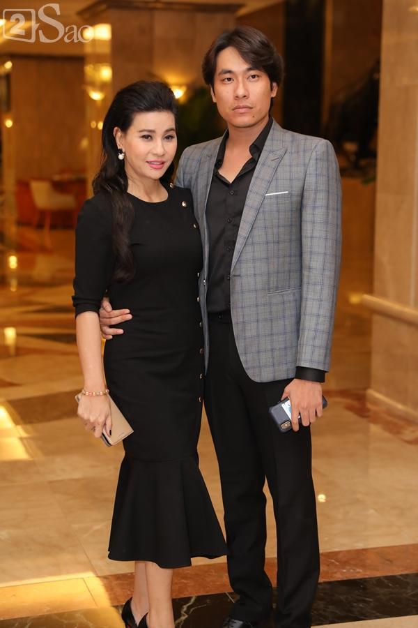 Dàn sao Việt tấp nập đến chúc mừng đám cưới con gái NSND Hồng Vân-24