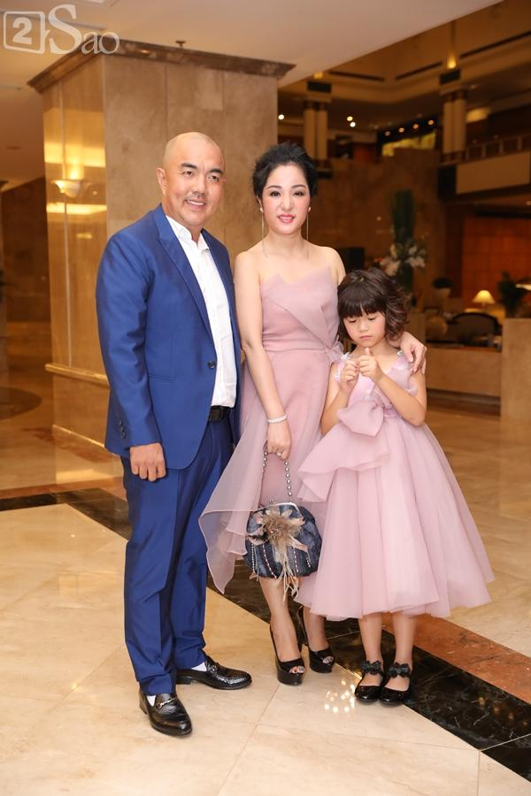 Dàn sao Việt tấp nập đến chúc mừng đám cưới con gái NSND Hồng Vân-25