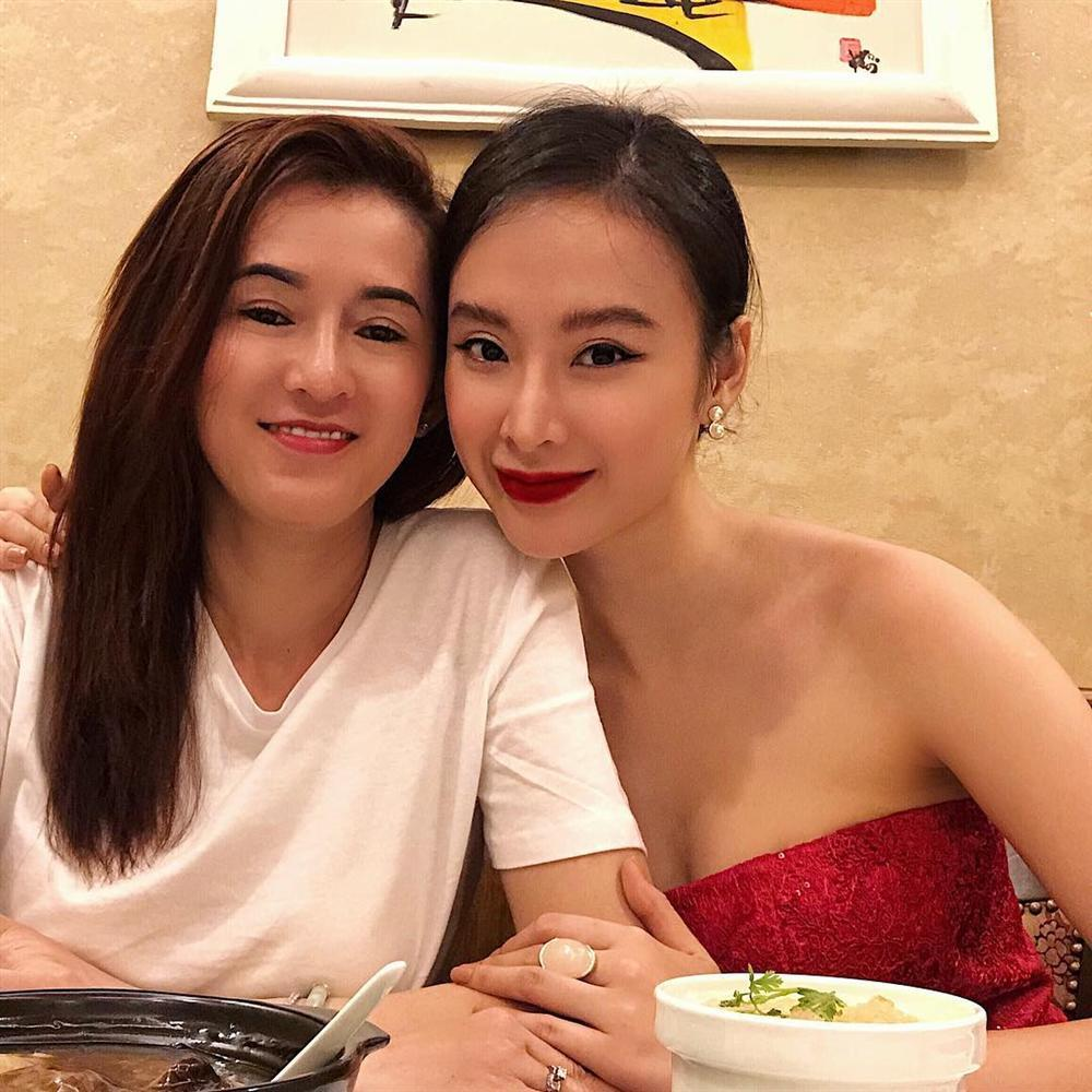 Mẹ đẻ Angela Phương Trinh được khen lão hóa ngược trẻ đẹp không kém con gái-1