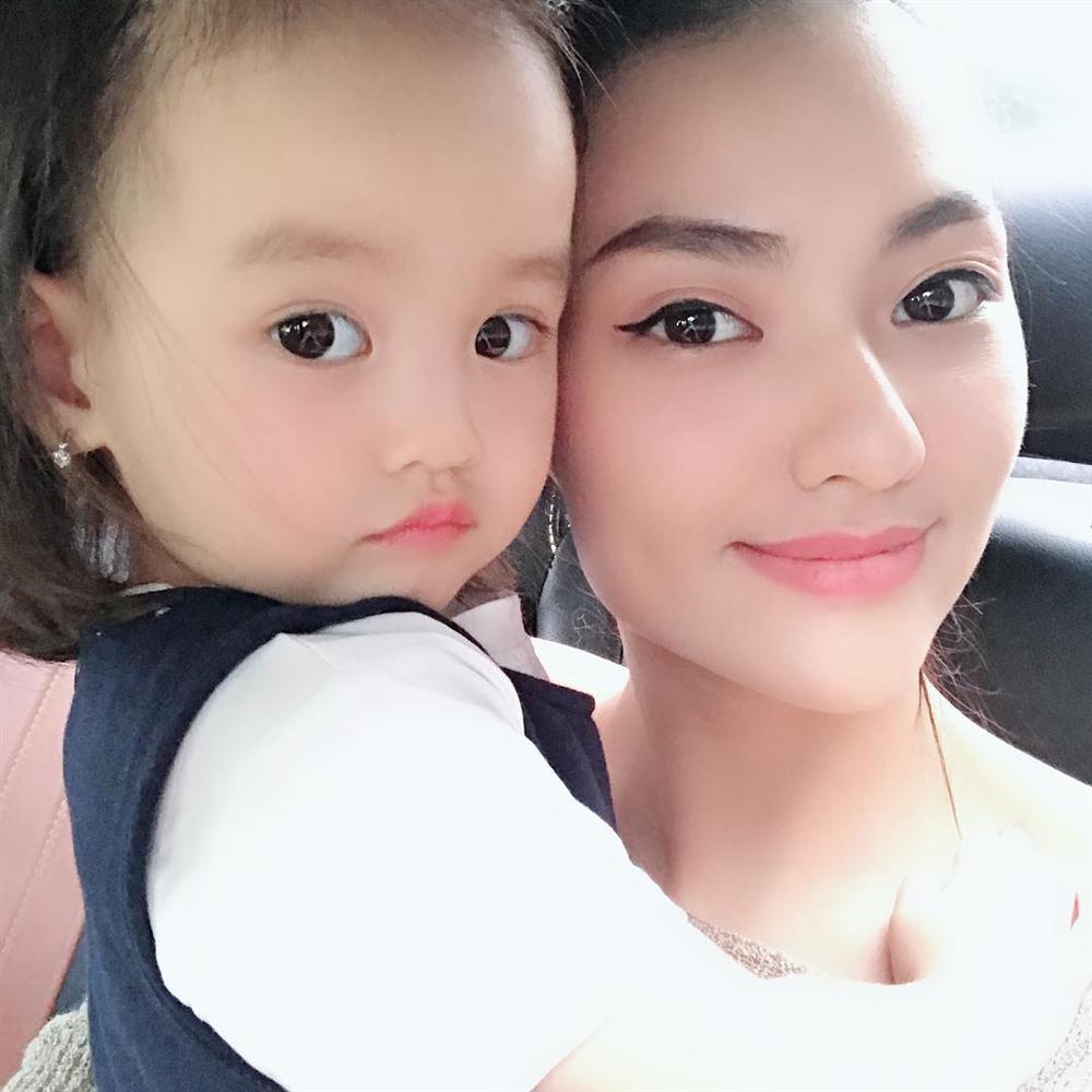 Mẹ đẻ Angela Phương Trinh được khen lão hóa ngược trẻ đẹp không kém con gái-7
