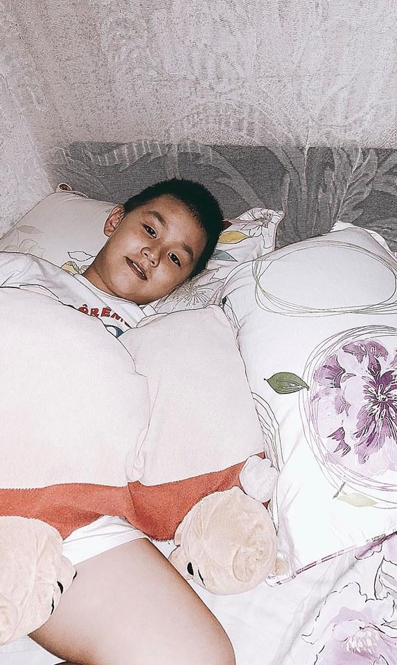 Mẹ đẻ Angela Phương Trinh được khen lão hóa ngược trẻ đẹp không kém con gái-10