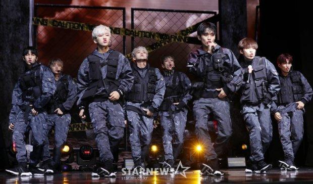 Boygroup tân binh mặc áo chống đạn và muốn được như BTS, phản ứng của ARMY khiến nhiều người bất ngờ-1