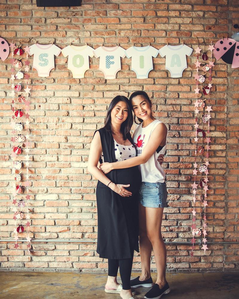 Tiểu công chúa nhà Tăng Thanh Hà lần đầu lộ diện cùng ba mẹ và anh trai-6