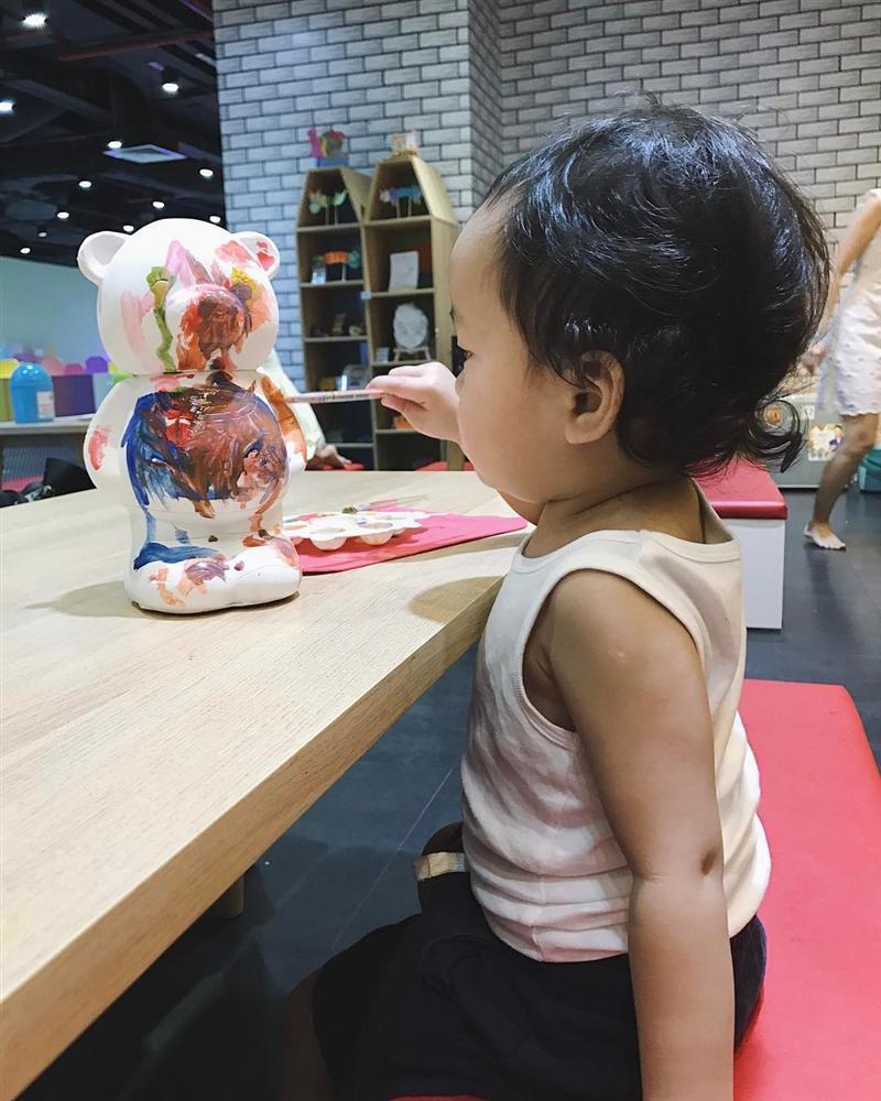 Tiểu công chúa nhà Tăng Thanh Hà lần đầu lộ diện cùng ba mẹ và anh trai-12