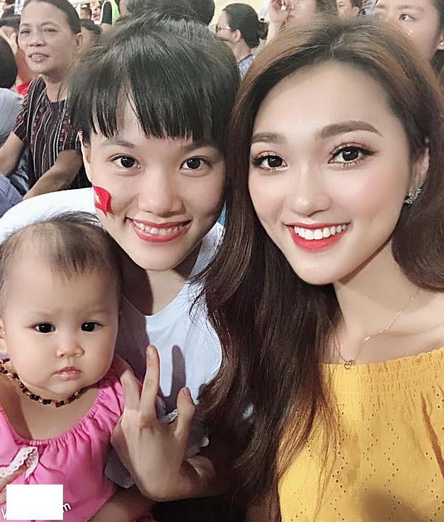 Hotgirl World Cup gây chú ý trong trận U23 Việt Nam - Uzbekistan-4