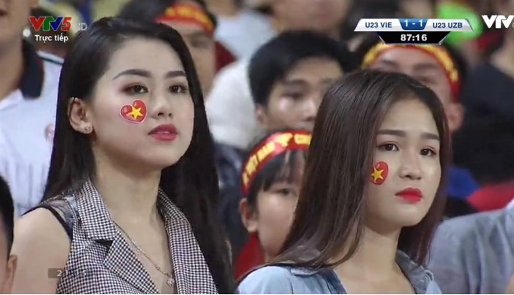 Hotgirl World Cup gây chú ý trong trận U23 Việt Nam - Uzbekistan-7
