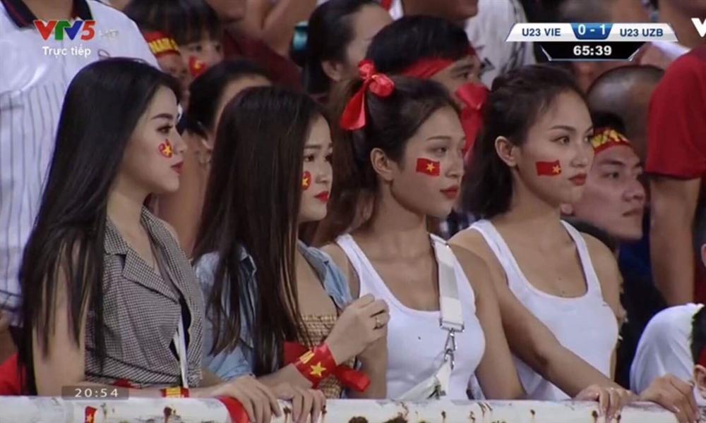 Hotgirl World Cup gây chú ý trong trận U23 Việt Nam - Uzbekistan-5