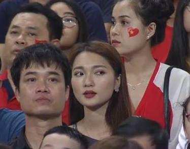 Hotgirl World Cup gây chú ý trong trận U23 Việt Nam - Uzbekistan-3