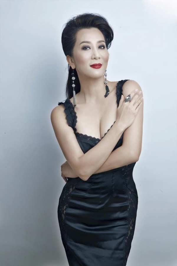 Sự thật đằng sau vẻ đẹp U50 của nữ MC hot nhất hải ngoại?-1