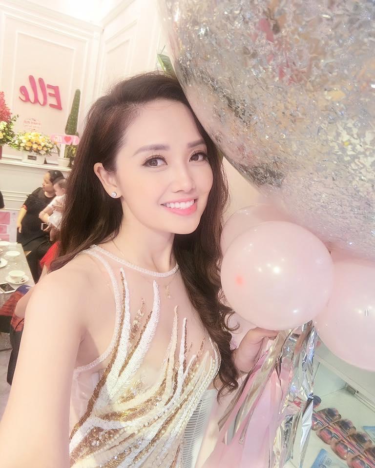 Sự thật tin đồn MC Ngọc Trang bỏ tình đồng giới để yêu đại gia-4