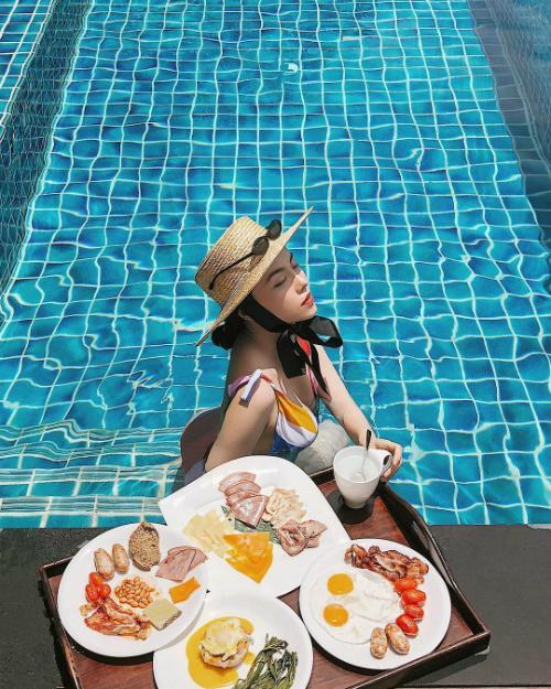 Mùa hè bung lụa ở khu nghỉ sang trọng của các hotgirl-9