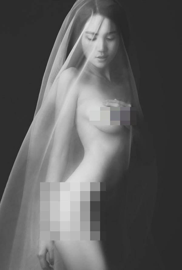 Ngọc Trinh đốt cháy mạng xã hội khi chia sẻ chùm ảnh khỏa thân chụp cách đây 4 năm-11