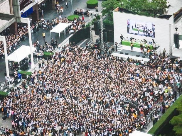 50.000 fan Thái xếp hàng dưới cái nắng chói chang: Ai nói sức hút của EXO hạ nhiệt?-2