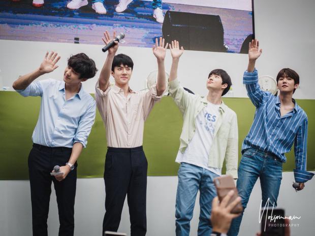 50.000 fan Thái xếp hàng dưới cái nắng chói chang: Ai nói sức hút của EXO hạ nhiệt?-4