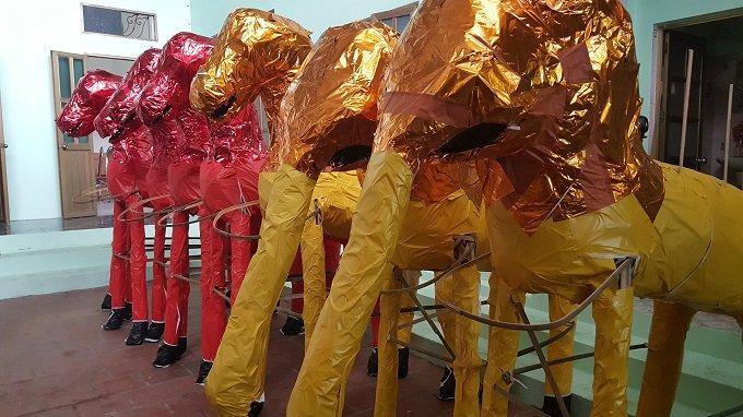 Đại gia cô hồn: Trong nhà cả trăm sổ đỏ, sẵn chục cô chân dài-2
