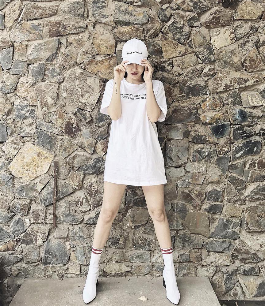 Vừa trendy vừa phô diễn được body không chút mỡ thừa, outfit của Tóc Tiên đẹp nhất street style tuần qua-1