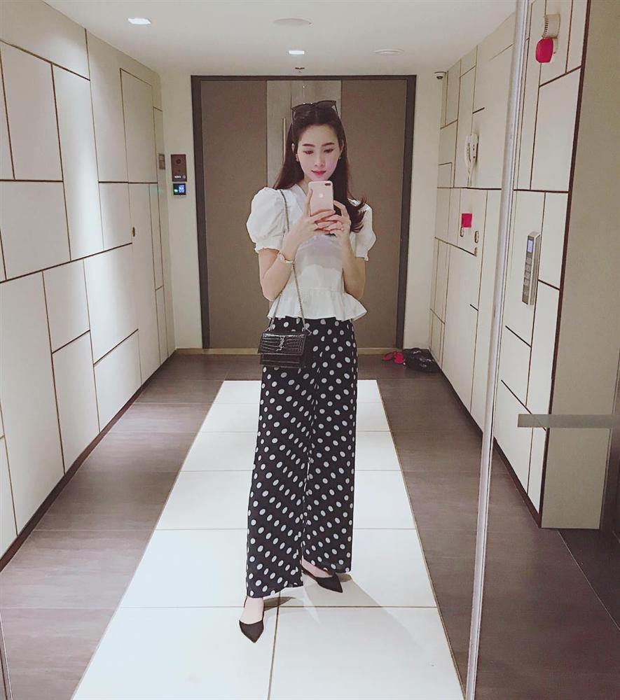 Hoa hậu Thu Thảo thon gọn như thời con gái sau 4 tháng sinh con-1
