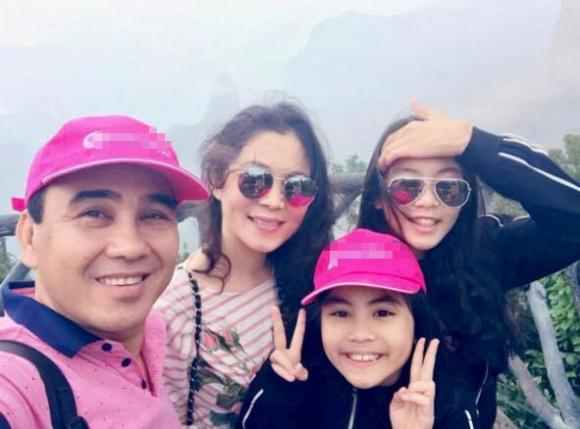 MC Quyền Linh giản dị cùng gia đình du lịch Phượng Hoàng Cổ Trấn-3