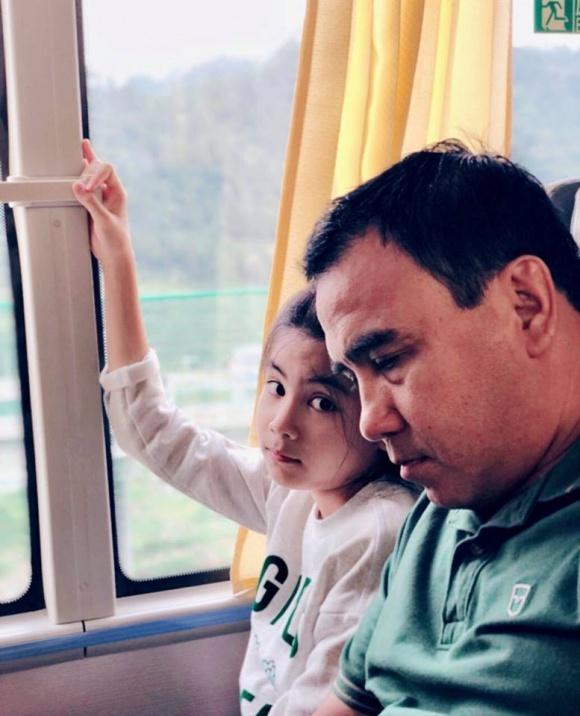 MC Quyền Linh giản dị cùng gia đình du lịch Phượng Hoàng Cổ Trấn-7