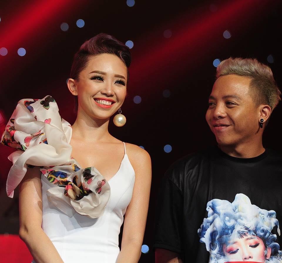 HOT: Lộ ảnh Hoàng Touliver quỳ gối cầu hôn Tóc Tiên-4