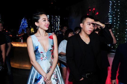 HOT: Lộ ảnh Hoàng Touliver quỳ gối cầu hôn Tóc Tiên-7