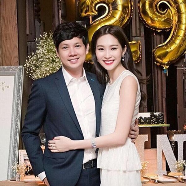 Hoa hậu Đặng Thu Thảo sắm xe đẩy trị giá 40 triệu đồng cho con gái đầu lòng-1