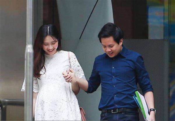 Hoa hậu Đặng Thu Thảo sắm xe đẩy trị giá 40 triệu đồng cho con gái đầu lòng-2