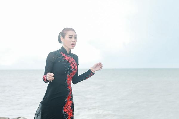 Lâm Khánh Chi lặn lội xuống Phan Thiết tìm chồng trong MV Parody Duyên mình lỡ của Huỳnh Lập-3