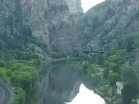 Hồ treo trên đỉnh núi - kỳ quan thiên nhiên độc đáo ở Mỹ