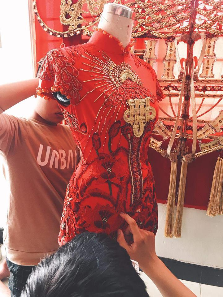 Những chiếc váy giúp Phan Thị Mơ tỏa sáng và đăng quang Hoa hậu Đại sứ Du lịch Thế giới 2018-4