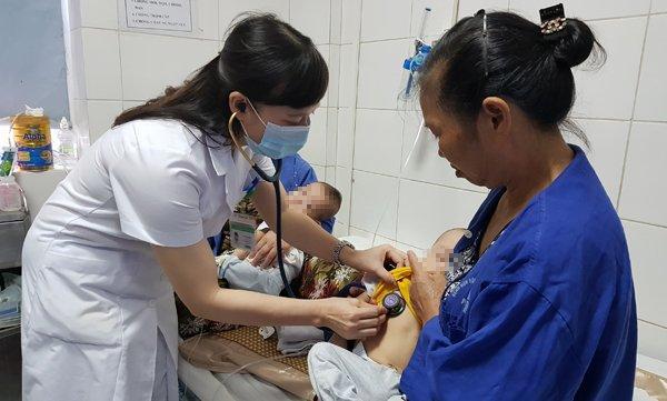 Bác sĩ ám ảnh bệnh nhi bị mủn hết xương hàm, miệng bốc mùi vì kiêng cữ khi mắc sởi-2