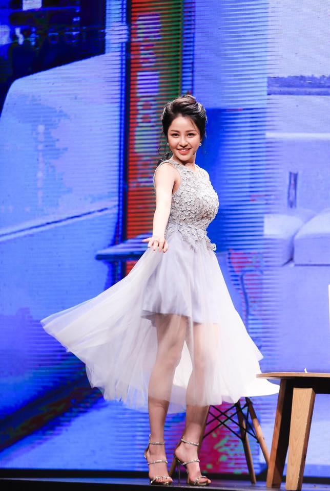BB Trần mặc váy hai dây ngủ vạ vật ở hậu trường quay phim-9