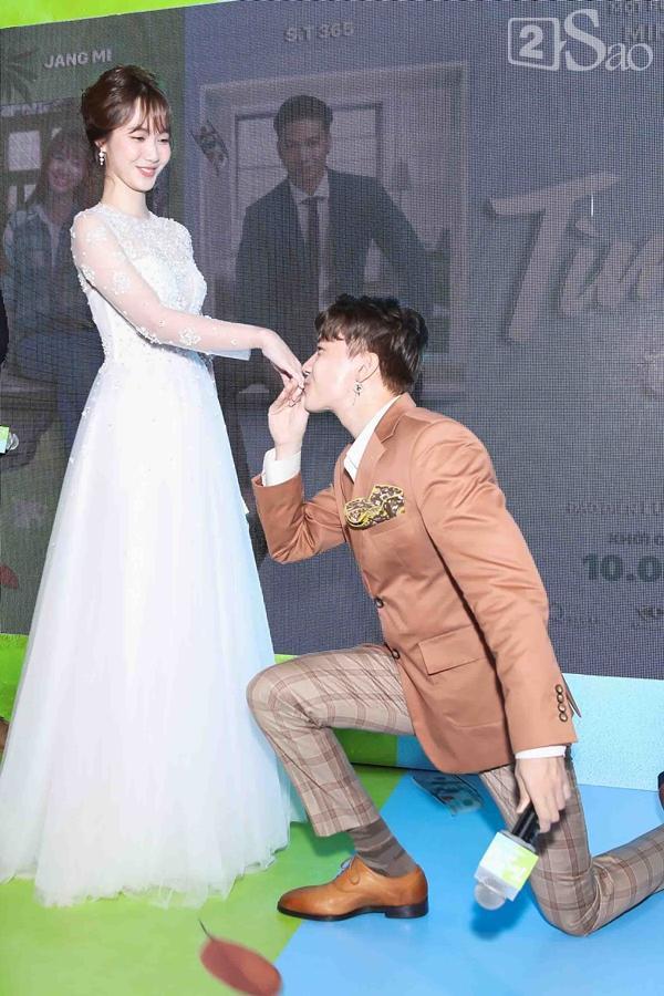 Hết bồng bế lại đến hôn tay, lẽ nào S.T và Jang Mi đã thực sự là một cặp phim giả tình thật-5