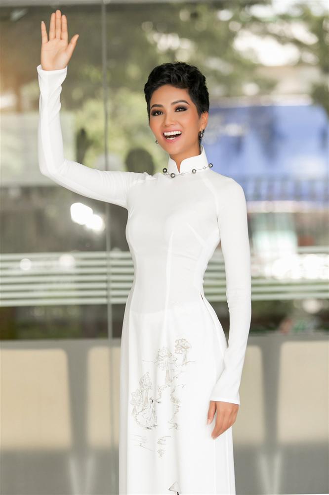 Góc mặt 3/4 đẹp xuất sắc là lợi thế giúp HHen Niê tỏa sáng tại Miss Universe 2018-1